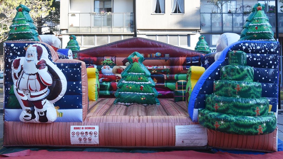 Casetta Di Natale Gonfiabile : Gonfiabile salta salta natale