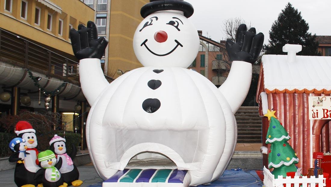 pupazzo di neve gonfiabile